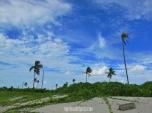 Pemandangan di pantai belakang Pulau Tinabo